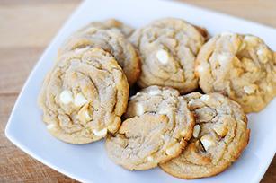 white-chocolate-macadamia-nut-cookies-64500